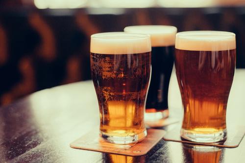 Si quieres aliviar el dolor de cabeza, puede que lo mejor sea tomarse una cerveza