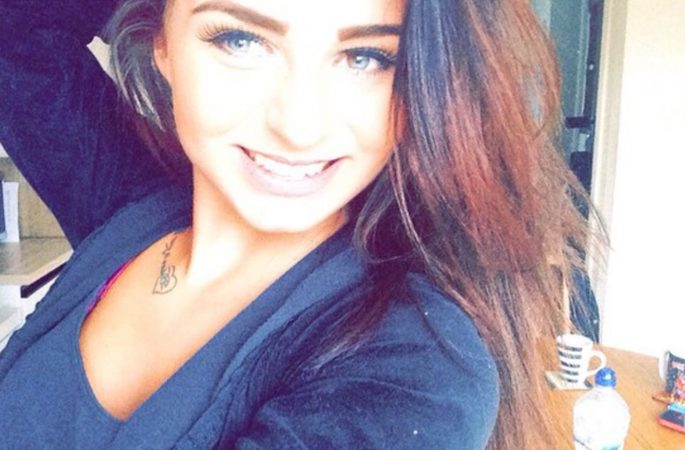 Una chica de 20 años salva su vida gracias a las fotos en bikini que se hizo delante del espejo