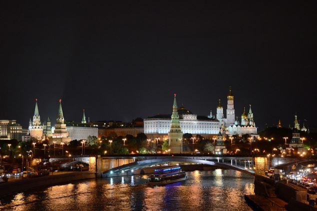 Los perros callejeros de Moscú se han vuelto el centro de atención al aprender un nuevo truco para moverse por la ciudad