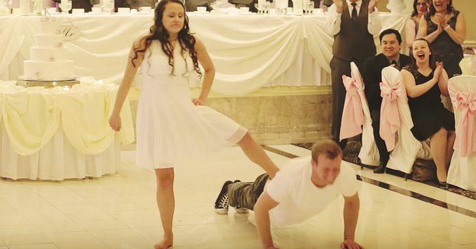 pareja de novios boda baile viral banner