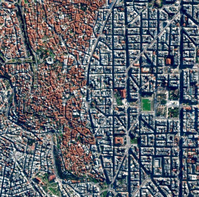 10 Curiosas Ciudades del mundo y sus calles como nunca antes habías visto
