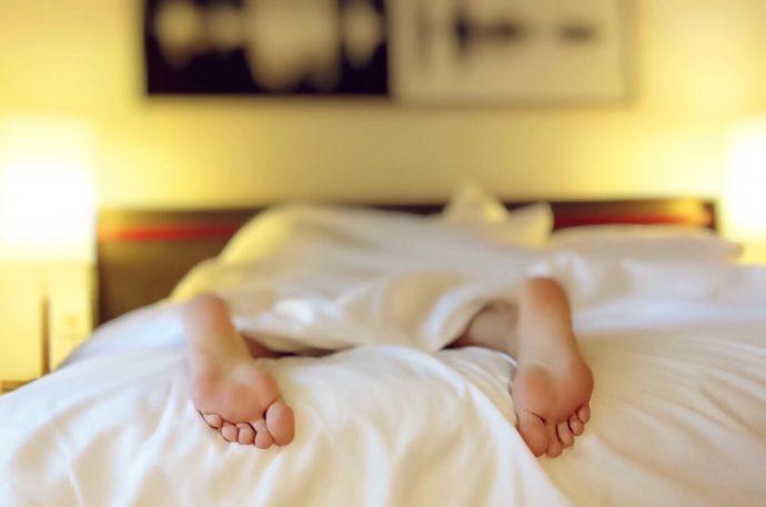 11 razones de peso por las que las parejas deberian dormir en camas separadas 1504007733