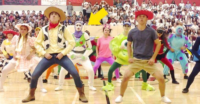 divertido baile de pixar nba contrato partido video banner