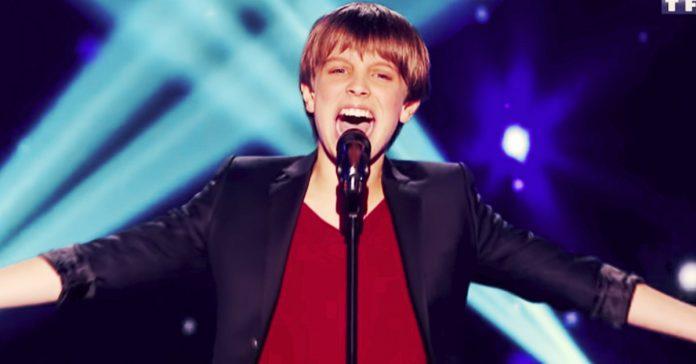 este adolescente pisa el escenario y canta un claxxsico de whitney houston que deja al jurado completamente impresionado banner