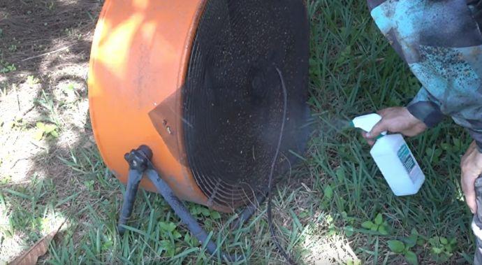 Un hombre construye la trampa definitiva para acabar con más de 1000 mosquitos en un segundo