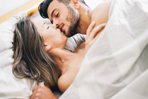 5 Típicos errores que todos cometemos en la cama y que deberíamos arreglar para no arruinar la noche