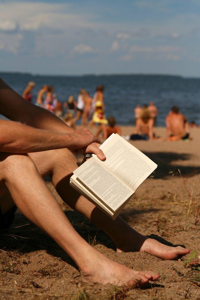 """Los 15 Tipos de """"personajes"""" más surrealistas que nos encontramos cuando vamos a la playa"""