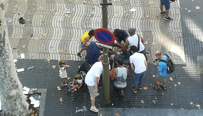 Un terrible atentado en Barcelona deja varios muertos y decenas de heridos causando el Caos en la ciudad