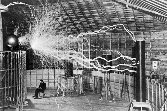10 Locuras que le ocurrían a diario a Nikola Tesla que lo convirtieron en el mejor inventor de la historia