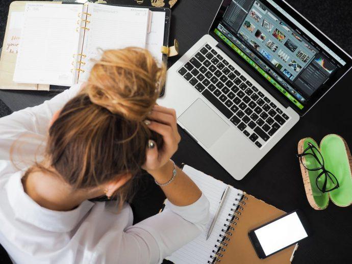 5 Cosas que haces en el trabajo y que te están haciendo engordar más que nunca