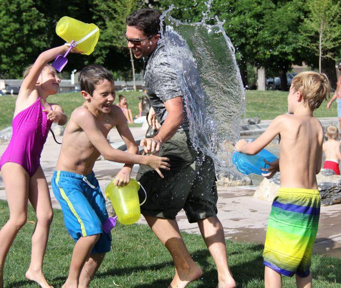 Las 10 Diferencias que deberíamos tener en cuenta entre tener dos o tres hijos para no volvernos locos
