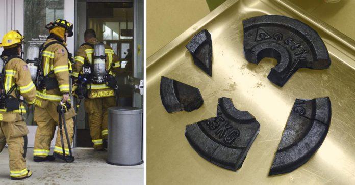 el pene de un hombre se queda atascado en una pesa y los bomberos tienen que acudir al rescate banner