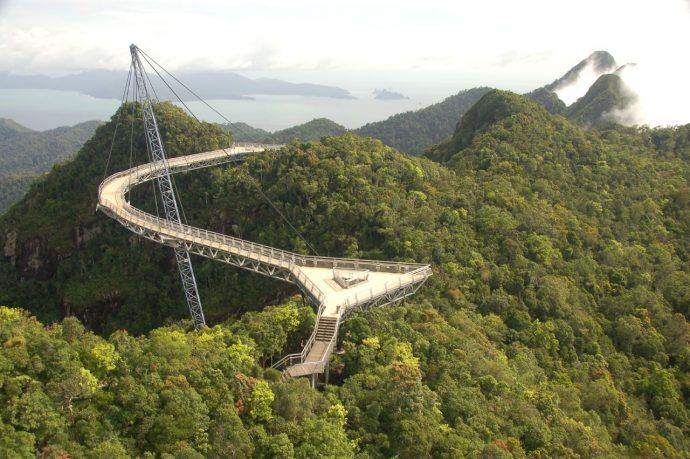 Los 20 Puentes más extraños y curiosos del mundo en los que pasar por ellos es toda una aventura