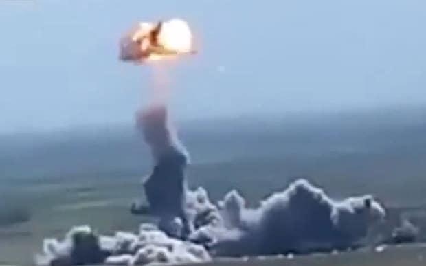Salta a las redes el vídeo de un Coche bomba suicida alcanzado por un misil