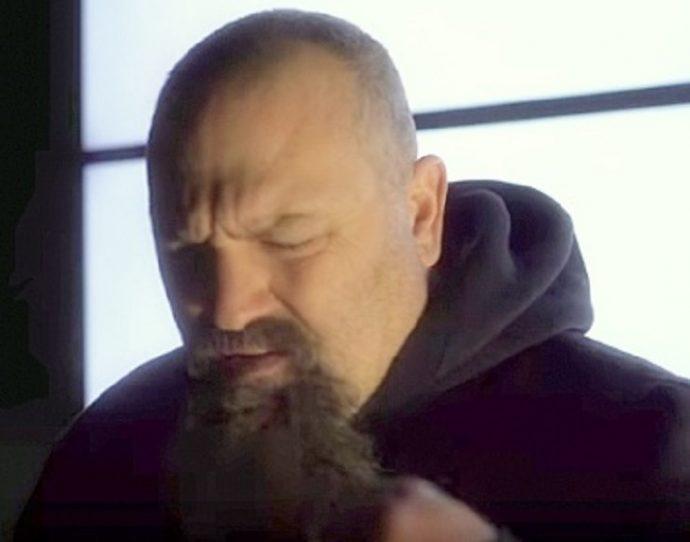 Todd Hoffman, el hombre que ha demostrado que es más que una barba bonita y cuya Voz arrasa en redes