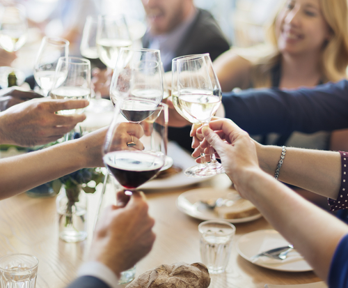 10 reglas de etiquetas que debes seguir cuando estas cenando 178629