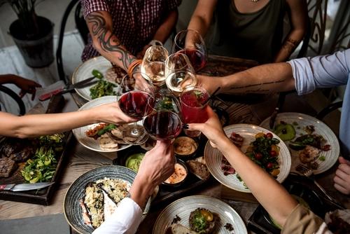 10 reglas de etiquetas que debes seguir cuando estas cenando 178633