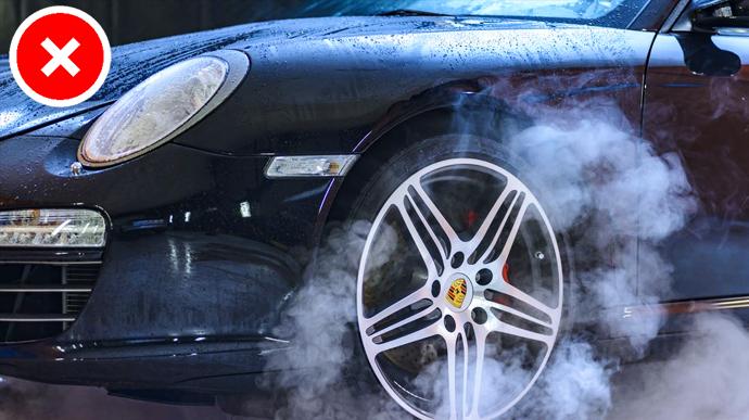 8 habitos de conduccion que romperan tu coche y te dejaran sin blanca 02