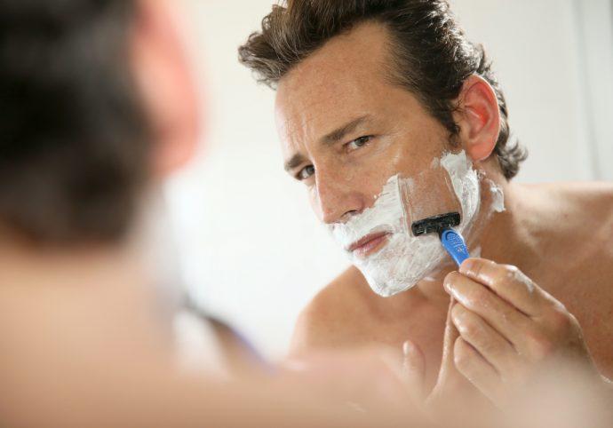 hombre afeitar