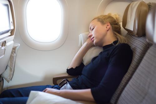 las cosas que nunca deberias hacer en un avion dormido