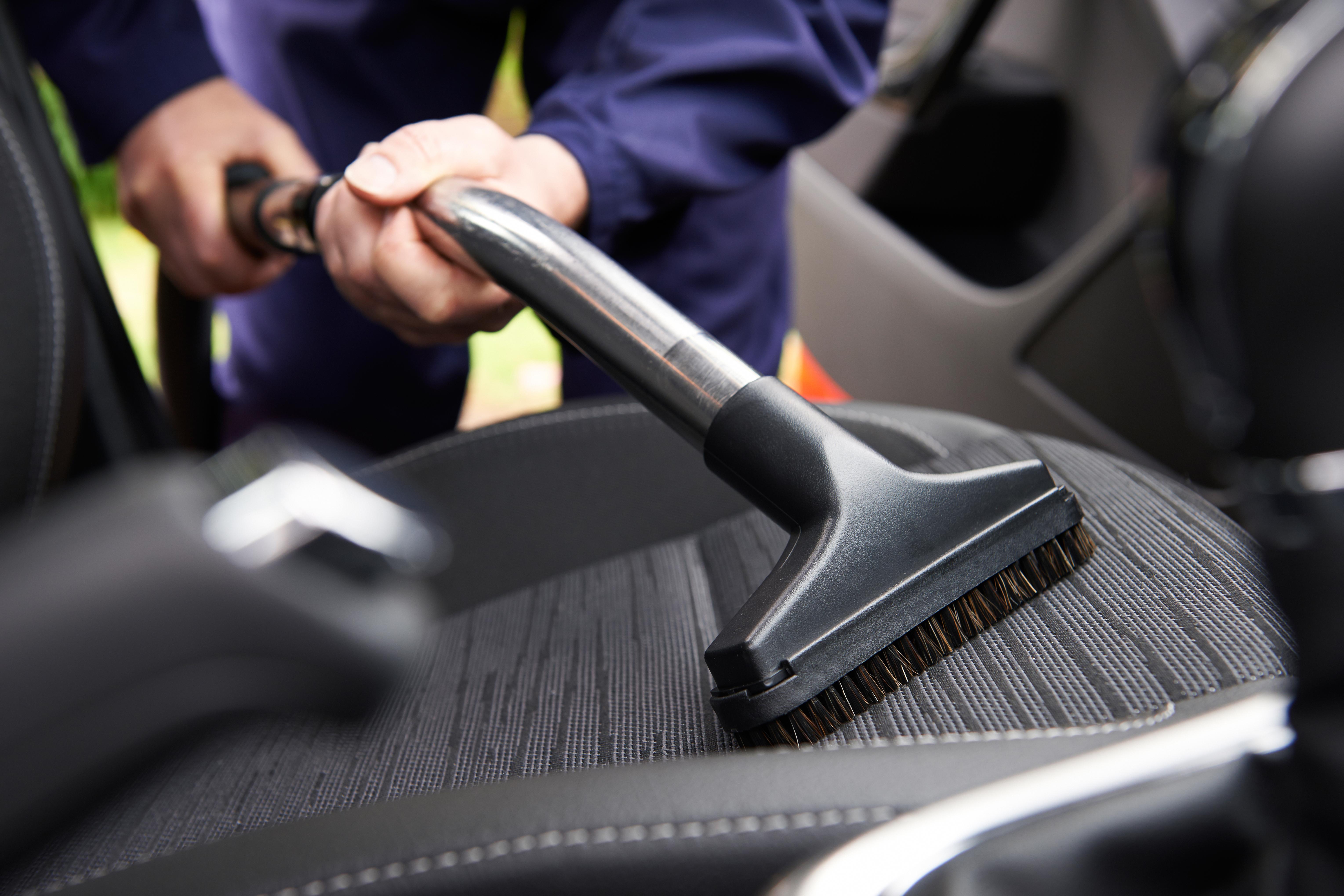 Los 5 Típicos pasos que deberíamos seguir para dejar el coche como nuevo y no volver a lavarlo en un mes