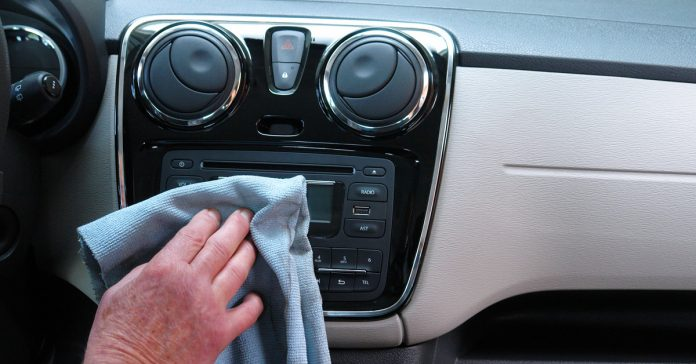 sabes cada cuanto tienes que limpiar tu coche por dentro banner