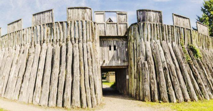 fortaleza vikinga en anillo dinamarca banner