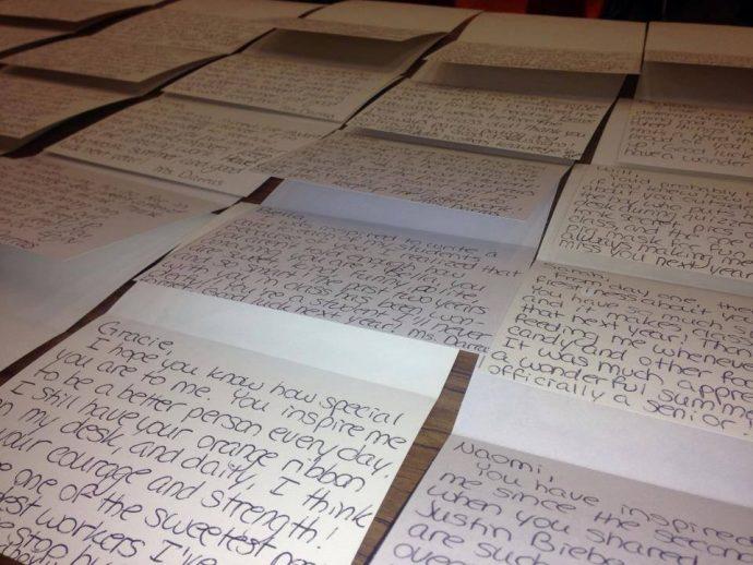 Una profesora envía una carta a los alumnos de su clase tras ver la nota de despedida de una chica
