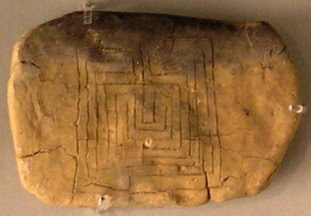 10 Extraños laberintos encontrados a lo largo de la historia cuyas paredes esconden macabros mensajes