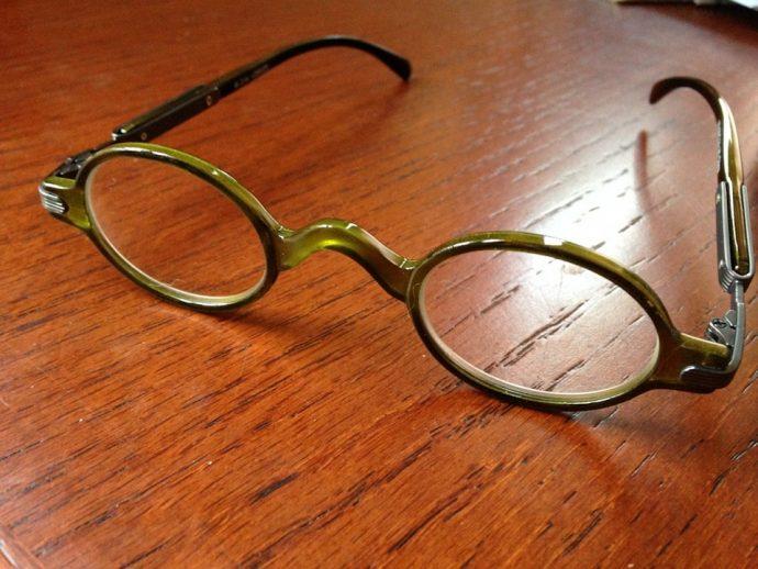 7 Trucos perfectos que toda persona con gafas debería saber para sobrevivir a diario