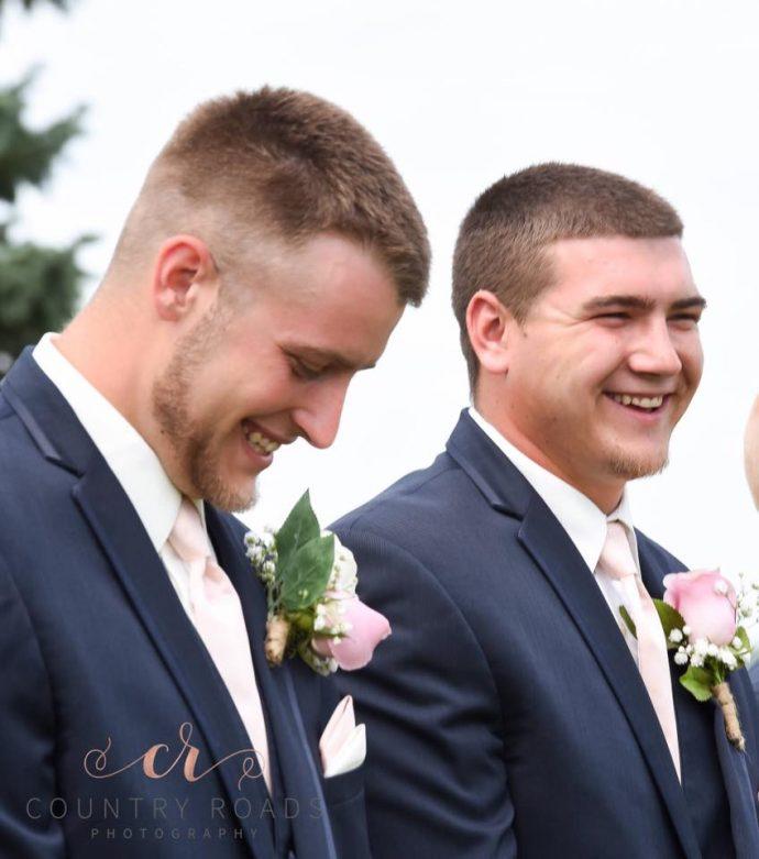 Una pareja invita al mejor amigo del novio para las fotografías de su boda y lo convierten en el hombre del año
