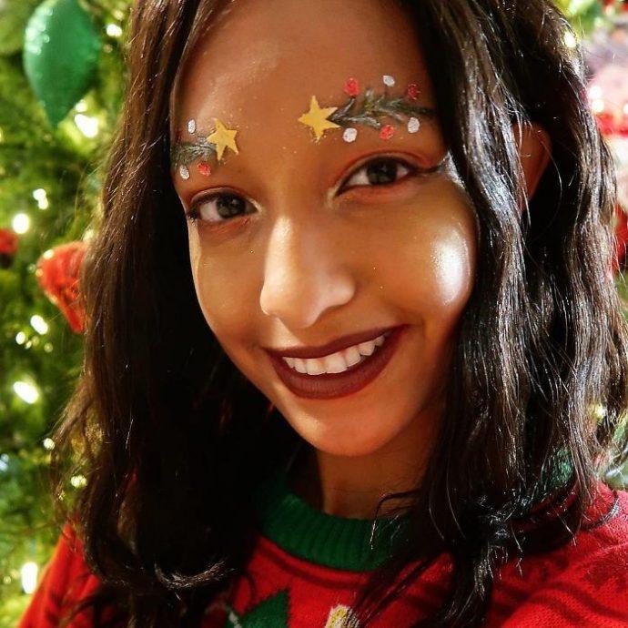 15 Imágenes de la extraña moda que arrasa en redes de gente convirtiendo sus cejas en motivos perfectos para esta Navidad