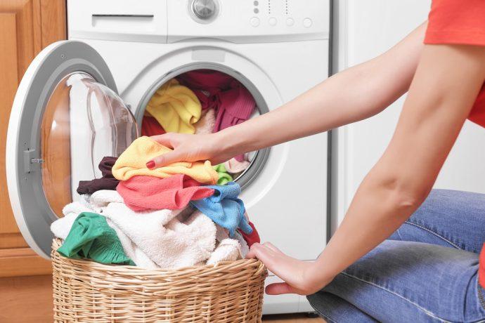7 Trucos infalibles para eliminar por completo el olor a humedad en la ropa
