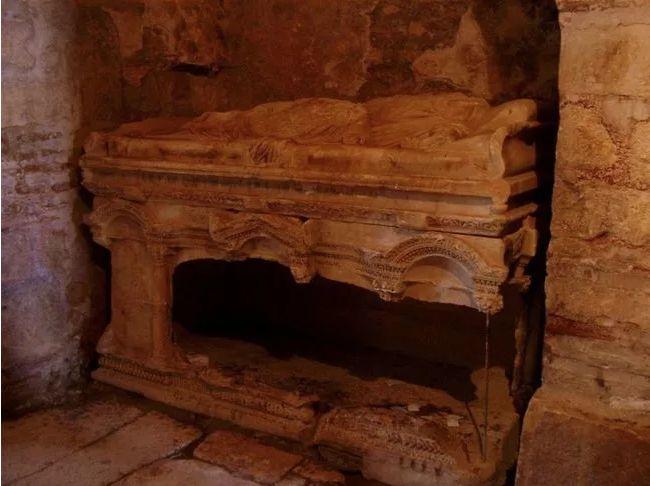 los arqueologos creen que descubrieron la tumba de santa claus 196314
