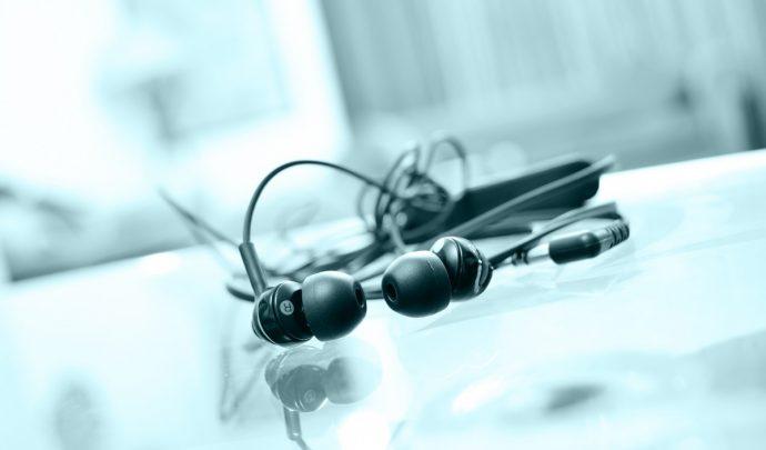 3 Razones por las que nunca más deberíamos compartir los auriculares con nadie