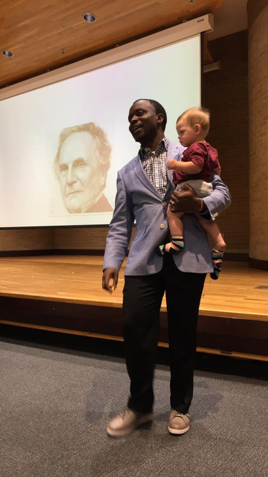 Un profesor se vuelve viral en redes con el bonito gesto que tuvo con una estudiante madre y soltera