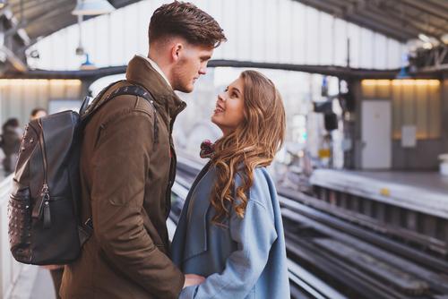 trucos para mantener la pasion en una relacion a distancia visita sorpresa