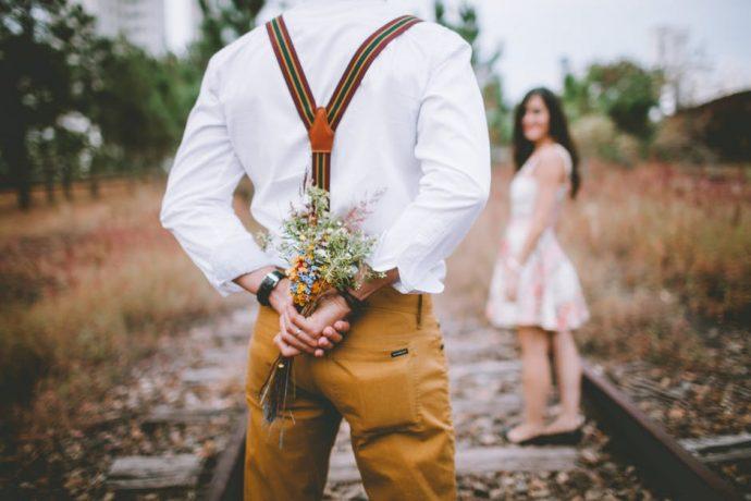 12 Señales que lanzan los hombres para demostrar que están enamorados
