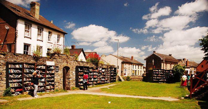 descubre esta pequena ciudad de gran bretana en la que hay mas libros que gente banner