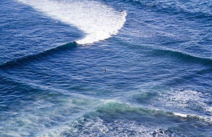 Un hombre fotografía el extraño fenómeno de las olas cuadradas antes de enterarse del peligro que entrañan