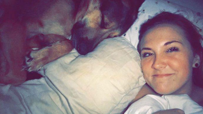 Un padre le envía 4 Fotos a su hija demostrando lo que ocurre al dejarle su perro el fin de semana