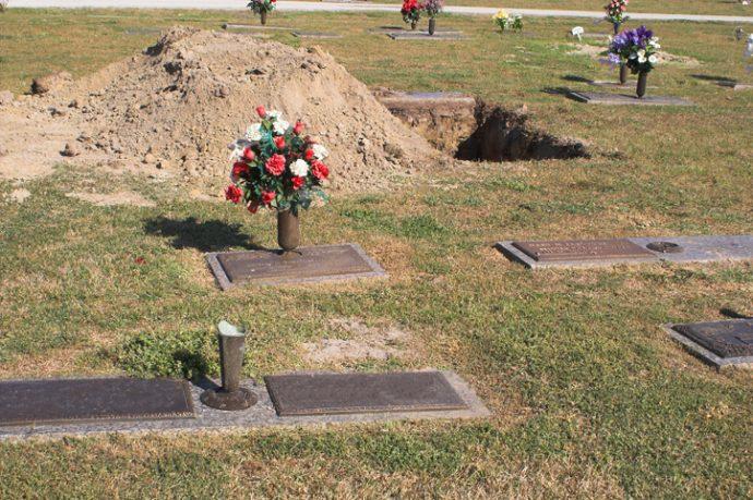 10 Historias reales de personas que se llegaron a despertar del ataúd en el que estaban enterrados