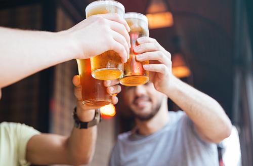 9 Cosas que le ocurren al cuerpo cuando empiezas a beber cerveza