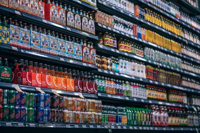 20 Extrañas leyes contra las bebidas que existen en el mundo que deberíamos saber para evitar un multazo