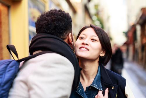 6 Cosas que deberíamos tener en cuenta a la hora de saludar a alguien que conocemos por primera vez