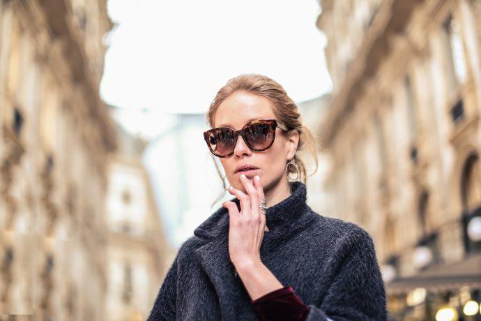 8 Típicas cosas que las mujeres hacen a escondidas y que les da vergüenza admitir