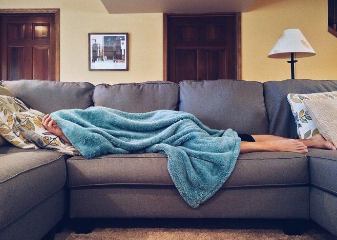4 Cosas que le empiezan a ocurrir al cerebro cuando dormimos menos de 6 horas al día