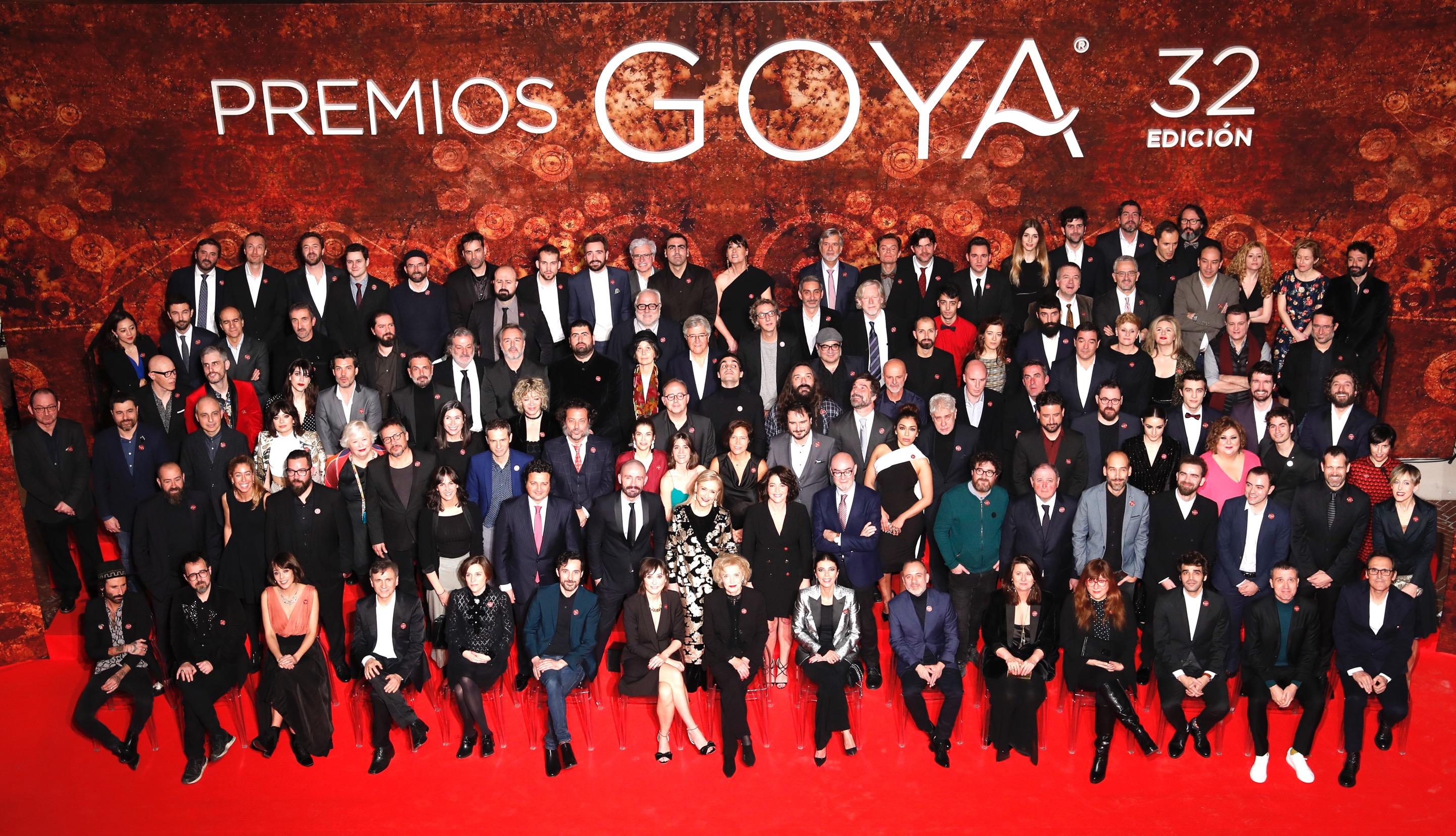 """""""Aquí os lo enseño"""" La imagen de Dani Rovira que muestra cómo vivió él los Premios Goya desde casa"""
