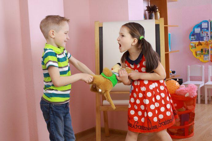 hijos peleando cabreados enfadados