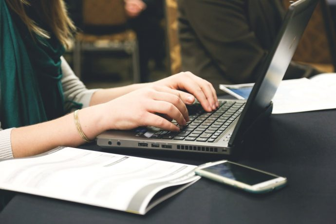 10 Típicos errores inadmisibles que comemos al enviar un correo con el que podrían despedirnos del trabajo